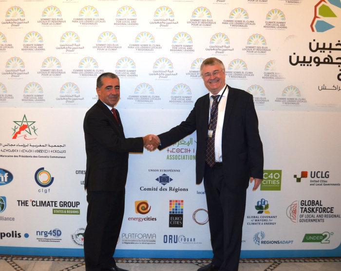 Iosu Madariaga con Markku Markula presidente Comité Regiones de Europa, en la conferencia de la Convención Marco de Naciones Unidas sobre Cambio Climático (CMNUCC) de Marrakech