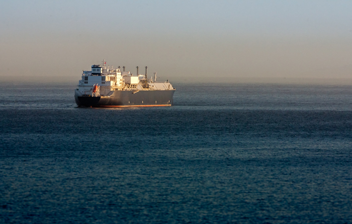 Gas natural licuado: el futuro inmediato del transporte sostenible en el mar