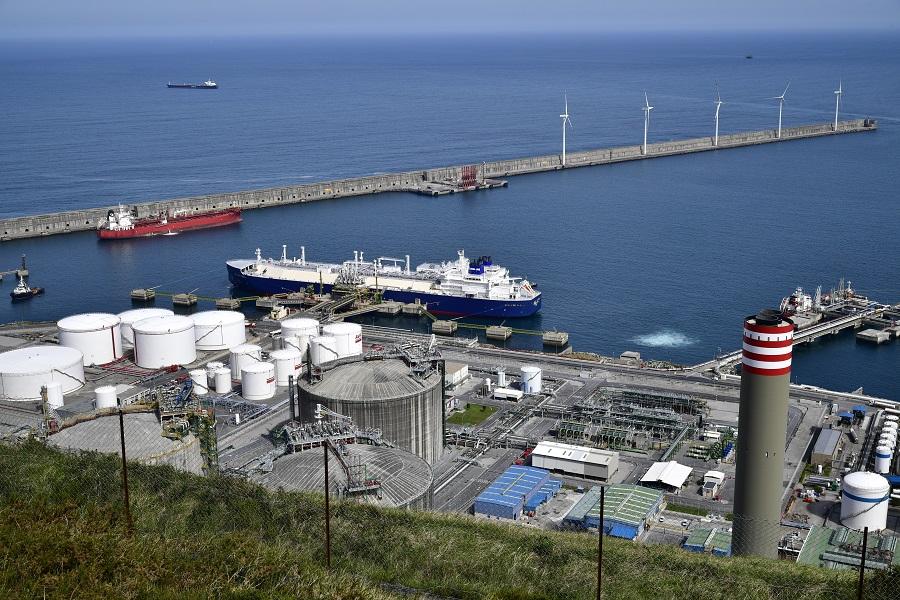 total de 67 buques y se descargaron 4,2 millones de Tm de GNL